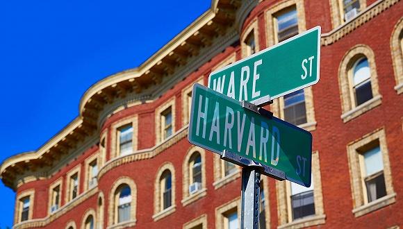 哈佛放弃救济金 特朗普:谢谢