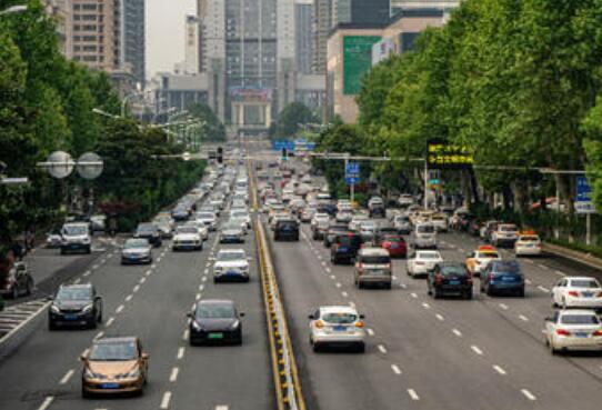 武汉公共交通恢复 扫码乘车体温检测小贩露天经营