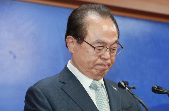 釜山市长自曝性骚扰女员工 含泪宣布辞职