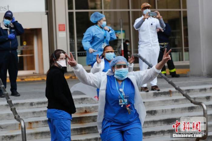 美调查政府疫情应对 全球确诊超270万例