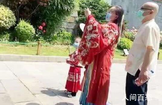 母女穿汉服打卡黄鹤楼 来看看涅槃重生后的武汉