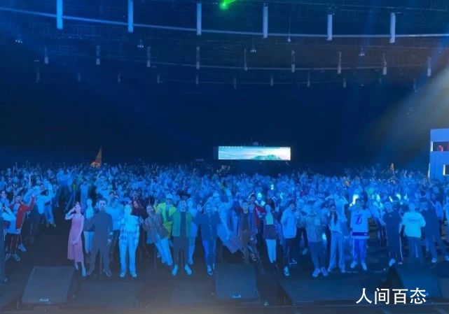 江苏卫视晚会观众都是假人 表演嘉宾更夸张