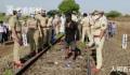 印度工人铁轨睡觉不幸被火车碾过 至少16人死亡