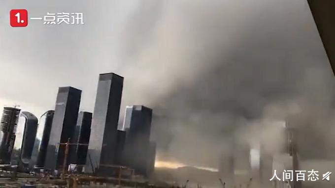 深圳黑云吞没高楼大厦 场面震撼