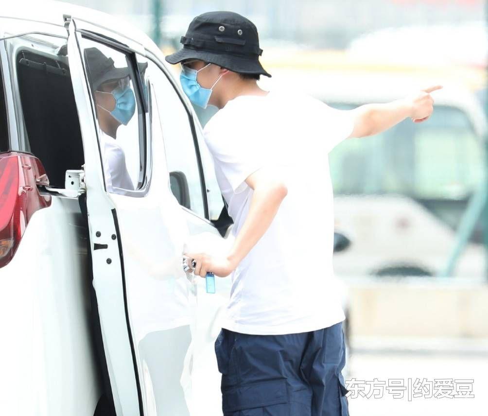 刘昊然带张若昀参观爱车 引发了大量粉丝的热议