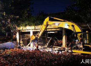 秦淮河河堤违建涉事9人被处理 对相关违规建筑实施了拆除