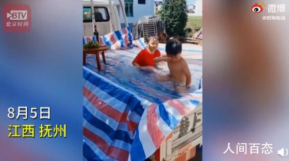 爸爸用卡车给孩子自制泳池 让孩子玩安全放心