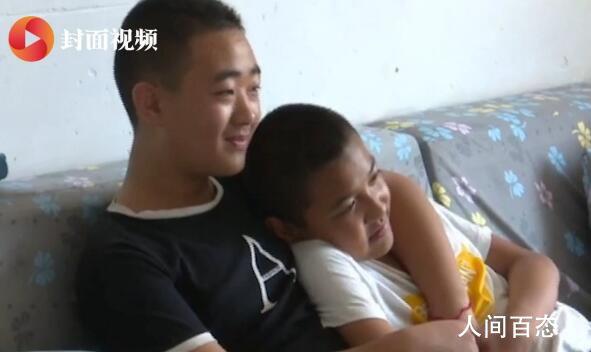 13岁男孩坚持5年背患病同学上学 孙偲藐个人资料介绍