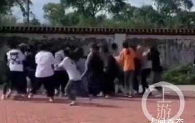 黑龙江30多名女学生街头约架斗殴 截至目前共抓获参与人员22人