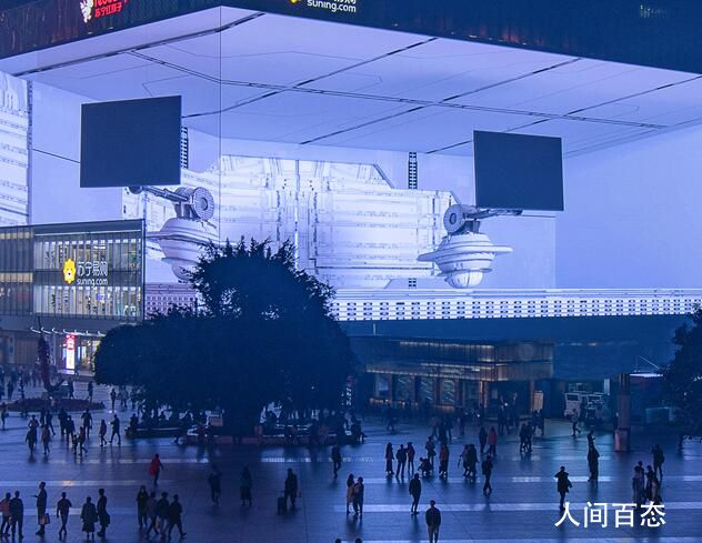 重庆现3788平方米裸眼3D巨幕 人站在巨幕下观影视觉效果非常震