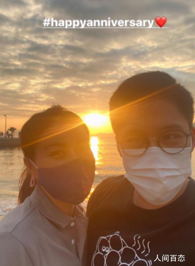 霍启刚郭晶晶庆8周年 在海边晚霞的映衬下显得异常的幸福
