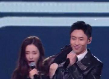 魏晨和张天爱跳舞害羞了 这究竟是怎么回事呢