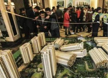 刚买房后降价80万 业主怒斥 引起已购房业主们的不满