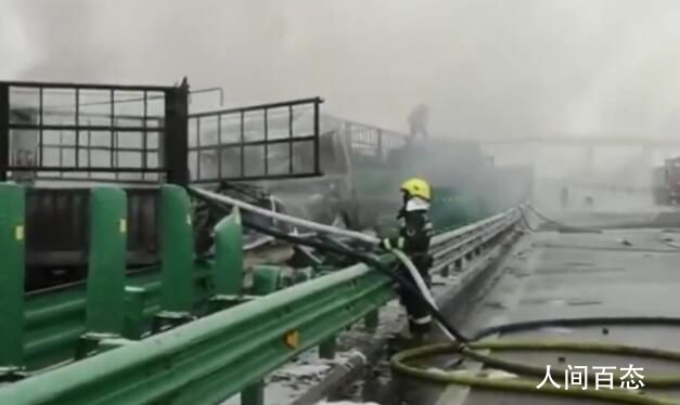 包茂高速43车连撞已致3死6伤 现场正在救援之中