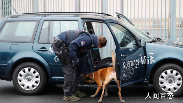 外媒:德国总理府大门遭汽车撞击 并未造成人员伤亡