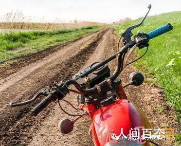 """何鸿儒:开""""鬼火""""摩托车的年青人(小小说)"""