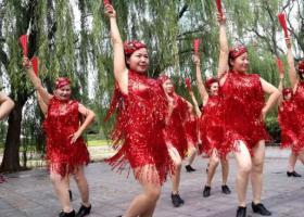 河南许昌规定9点后不准跳广场舞 你支持这一规定吗