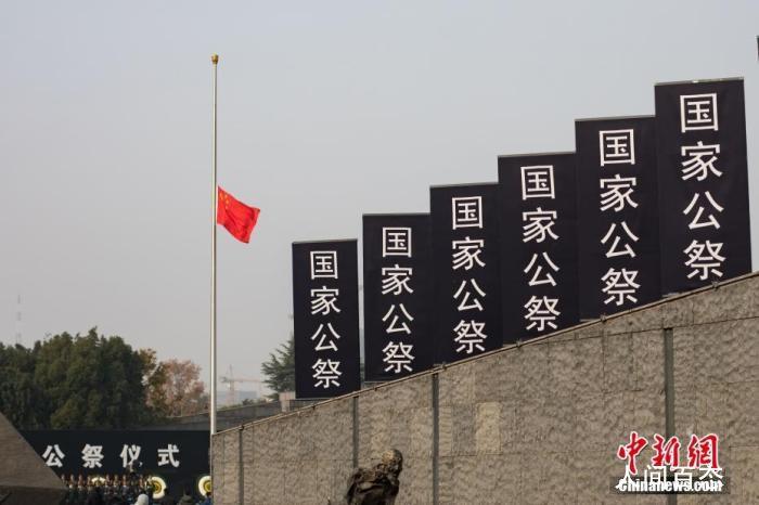 南京烛光祭现场 用点点烛光告慰逝者祈愿和平