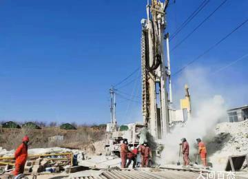 栖霞救援进展:井下矿工体力有好转 一位矿工外伤已经进行了包扎