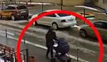 男子跳楼自杀砸中路边婴儿车 和5个月大的婴儿双双身亡