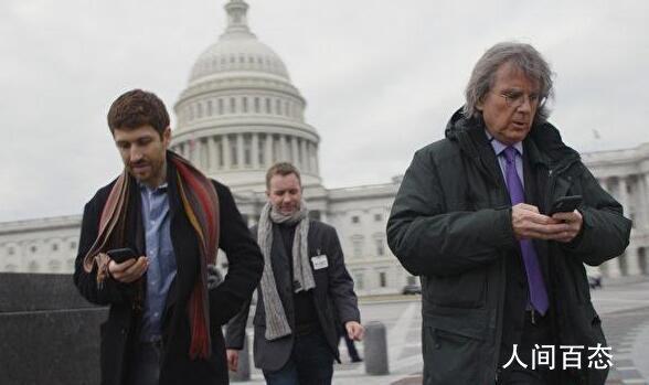 《监视资本主义:智能陷阱》影评:深度讨论手机和社媒依赖症的纪录片
