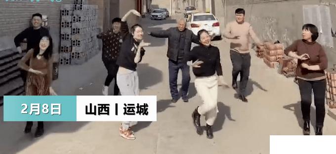 舞蹈老师回乡过年拉78岁爷爷跳舞 网友:爷爷太给力了