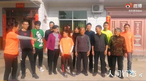 湖南18人大家庭全家上阵开运动会 设环村跑滚铁环等10个项目