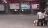 女子保护4岁女孩被斗牛犬咬伤 背后真相太吓人了