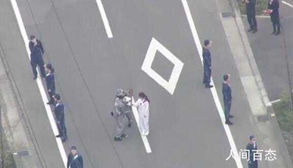 东京奥运会圣火传递过程中意外熄灭 传递活动一度中断