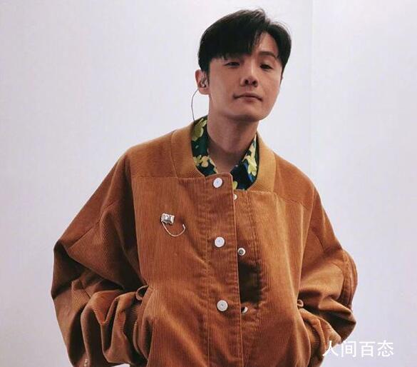 李荣浩照片像村痞 龚俊称赞他有气质