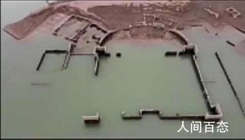 水库疑现古代豪宅 裸露的库底还有许多圆形物件
