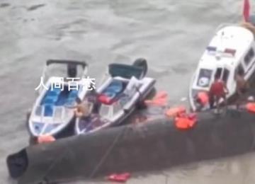 客船侧翻10人遇难 救援人员已安全救出31人