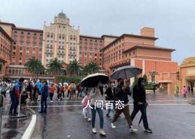 北京环球影城开园 游客狂奔入园