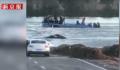 河北通勤车坠河瞬间曝光 事故原因正在调查中